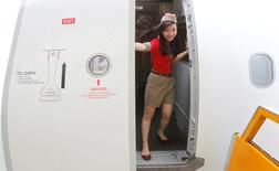 FILE PHOTO -  A VietJet crew member closes the door of a A320 airplane before departure for Bangkok at Noi Bai international airport in Hanoi September 25, 2013.   REUTERS/Kham/File Photo