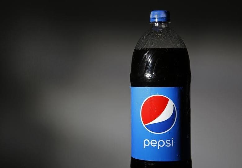 A bottle of Pepsi is seen in this photo illustration taken in Willmette, Illinois February 10, 2015. PepsiCo Inc is scheduled to report its fiscal fourth quarter earnings on February 11. REUTERS/Jim Young
