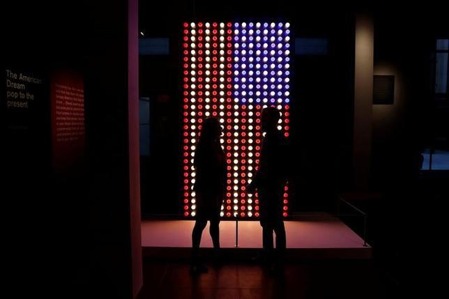 3月8日、ロンドンの大英博物館で今週、近代および現代の米国のポップアートを展示する初の大規模展覧会「アメリカン・ドリーム、現在までのポップ」が始まった。写真は6日撮影の会場入口のようす(2017年 ロイター/Stefan Wermuth)