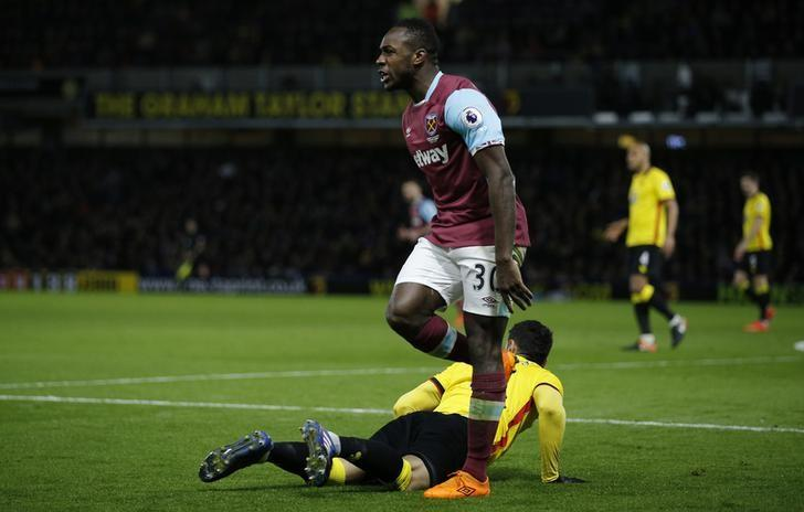 Britain Football Soccer - Watford v West Ham United - Premier League - Vicarage Road - 25/2/17 West Ham United's Michail Antonio shouts towards the assistant referee Action Images via Reuters / Andrew Couldridge Livepic