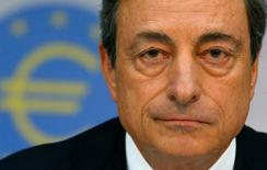 En la imagen de archivo, el presidente del BCE, Mario Draghi, durante una rueda de prensa del banco en Frankfurt, Alemania, el 7 de agosto de 2014. El Banco Central Europeo (BCE) mantendría sin cambios su política monetaria el jueves, en momentos en que concentra su atención en las elecciones en Francia y Holanda en medio de un repunte del populismo que amenaza con descarrilar la recuperación. REUTERS/Ralph Orlowski/File Photo