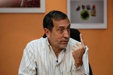 José Guerra, diputado de la coalición de partidos opositores de Venezuela, Mesa de la Unidad Democrática (MUD), durante una entrevista con Reuters en Caracas, Venezuela, 9 de marzo de 2017. REUTERS/Marco Bello