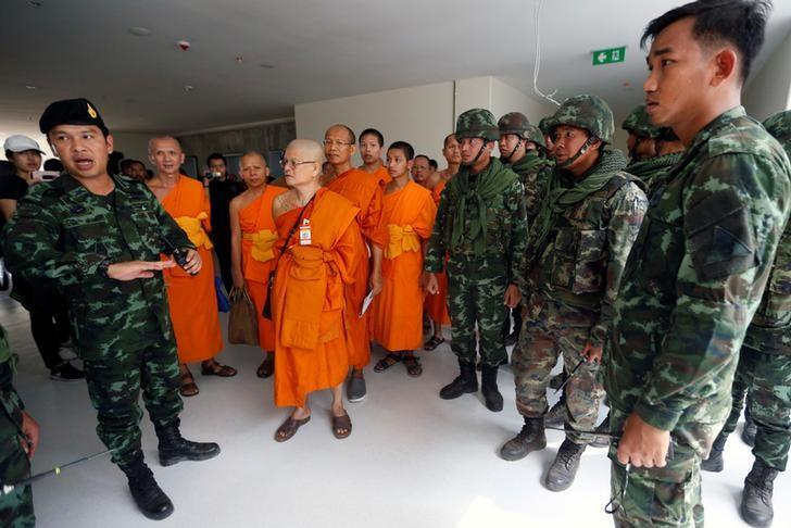 Soldiers and Buddhist monks are seen during an inspection of the Wat Phra Dhammakaya temple, in Pathum Thani province, Thailand March 10, 2017. REUTERS/Chaiwat Subprasom
