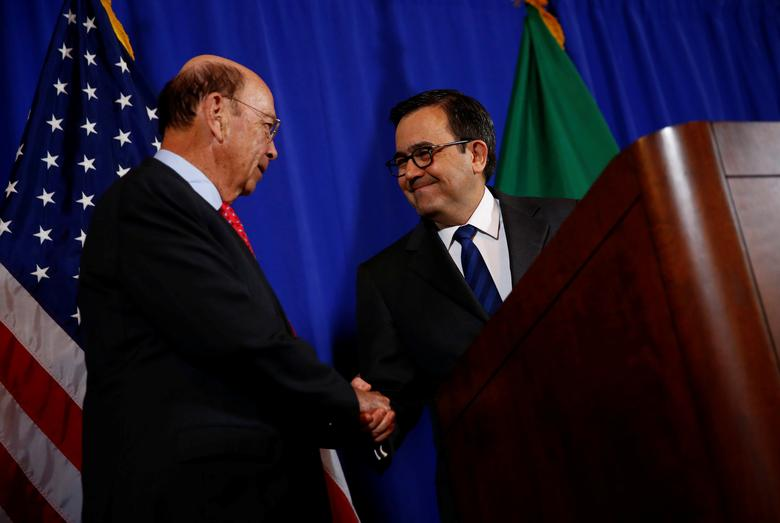 U.S. Commerce Secretary Wilbur Ross (L) holds a news conference with Mexico's Secretary of Economy Ildefonso Guajardo Villarreal at the Department of Commerce in Washington, D.C., U.S. March 10, 2017. REUTERS/Eric Thayer