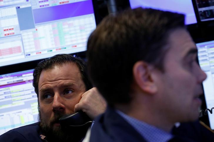 3月10日,纽约证交所内的交易员们。REUTERS/Brendan McDermid