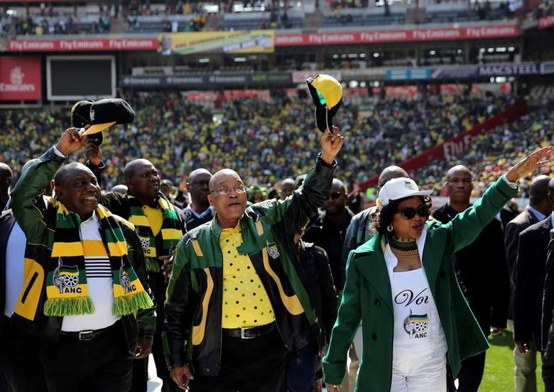 African National Congress (ANC) president Jacob Zuma (C) waves to his supporters next to his deputy, Cyril Ramaphosa (L)REUTERS/Siphiwe Sibeko - File photo
