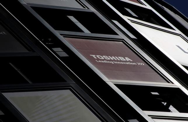 3月13日、東芝は上場子会社の東芝テック株式を売却する検討に入ったとする報道について、「株式の売却を検討している事実はない」とするコメントを発表した。都内で先月撮影(2017年 ロイター/Toru Hanai)