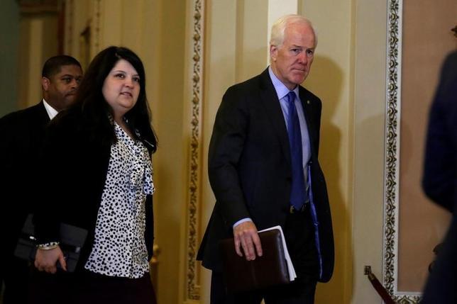 3月10日、米共和党が検討している国境税について、有力上院議員2人がガソリンや日用品の価格上昇につながる可能性があるとして懐疑的な見方を示した。写真中央はその1人テキサス州のコーニン上院議員(共和党)。2月ワシントン・米議事堂内で撮影(2017年 ロイター/Yuri Gripas)