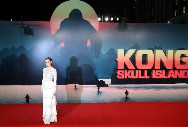 3月12日、バラエティ・ドット・コムによると、週末の北米映画興行収入ランキングは、ジョーダン・ボート=ロバーツ監督の新作アドベンチャーアクション映画「キングコング:髑髏島の巨神」(日本公開3月25日)が初登場1位で6100万ドル(約70億円)を稼いだ。写真は先月28日撮影。ロンドンプレミアでの主演女優ブリー・ラーソン(2017年 ロイター/Neil Hall)