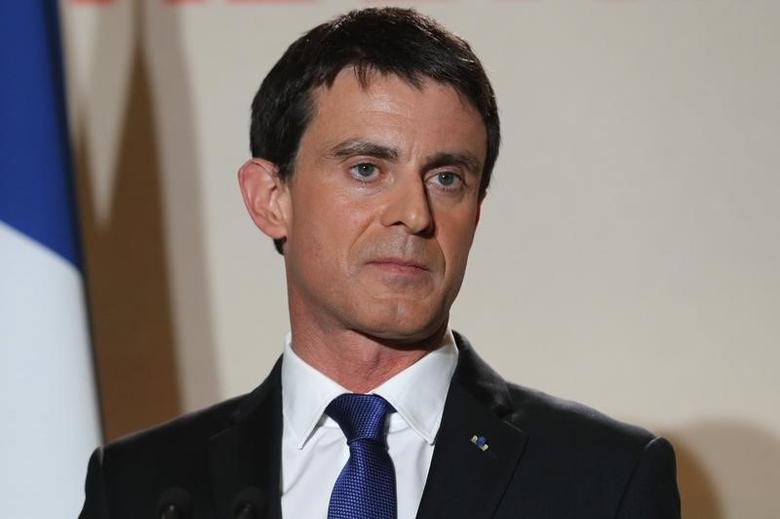 Former French prime minister Manuel Valls reacts after partial results in the second round of the French left's presidential primary election in Paris, France, January 29, 2017.    REUTERS/Philippe Wojazer