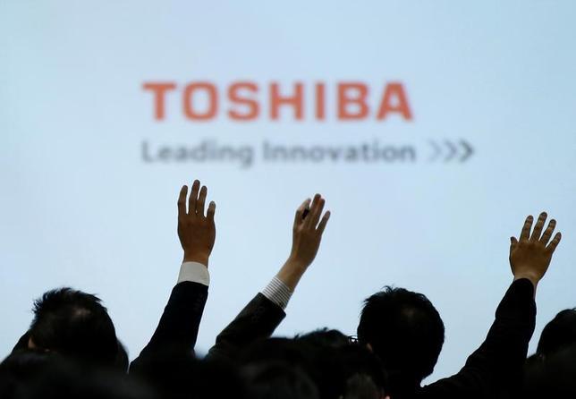 3月14日、東芝は、2016年度第3・四半期(4─12月期)の決算発表を再度延期すると発表した。写真は2月に行われた同社記者会見で撮影(2017年 ロイター/Toru Hanai)