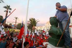 El tesorero de la minera Escondida de BHP Billiton, Carlos Allendes,  da un discurso en una marcha pacífica , en Antofagasta, Chile. 3 de marzo 2017.La huelga en Escondida en Chile permanecía el martes sin esperanzas de una pronta solución, luego de que el sindicato volvió a rechazar un llamado de la empresa para retomar discusiones y poner fin al paro en el mayor yacimiento mundial de cobre. REUTERS/Stringer EDITORIAL USE ONLY. NO RESALES. NO ARCHIVE