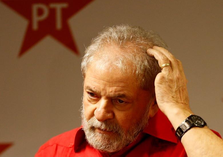 Former Brazilian President Luiz Inacio Lula da Silva gestures as he attends a Workers Party National congress in Sao Paulo, January 19, 2017.  REUTERS/Leonardo Benassatto/Files