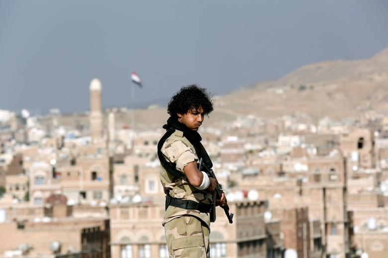 A Houthi militant stands guard on the roof of a building overlooking a rally attended by supporters of the Houthi movement in Sanaa, Yemen March 3, 2017. REUTERS/Khaled Abdullah