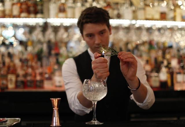 A barman prepares a Gin Cocktail at the Angels Share, Edinburgh, Scotland, Britain December 14, 2016. REUTERS/Russell Cheyne