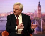 En la imagen, el ministro británico para el Brexit, David Davis, habla en el programa de televisión Marr Show en Londres, el 12 de marzo de 2017. El Gobierno británico no ha llevado a cabo una evaluación de cuál podría ser el impacto económico de abandonar la Unión Europea sin un acuerdo de salida, dijo el miércoles el ministro del Brexit, David Davis. Jeff Overs/BBC handout via REUTERS