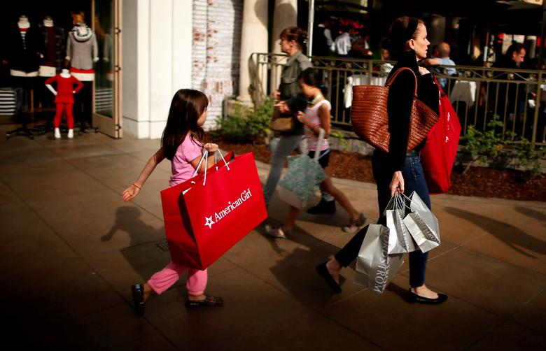 FILE PHOTO: People shop at The Grove mall in Los Angeles November 26, 2013.  REUTERS/Lucy Nicholson/File Photo