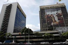 La casa matriz de la estatal Petróleos de Venezuela en Caracas, jul 21, 2016. La estatal Petróleos de Venezuela (PDVSA) firmó un acuerdo con Shell y la empresa estatal de Trinidad y Tobago NGC para enviar gas a la isla caribeña, informó el miércoles el presidente de la compañía venezolana.  REUTERS/Carlos Garcia Rawlins