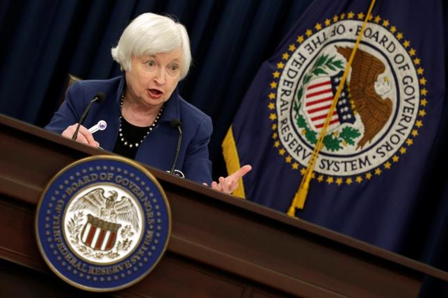 3月15日、米FRBはFOMCで、フェデラルファンド(FF)金利の誘導目標を25ベーシスポイント(bp)引き上げ0.75─1%とすることを決めた。写真はイエレンFRB議長。ワシントンで撮影(2017年 ロイター/Yuri Gripas)