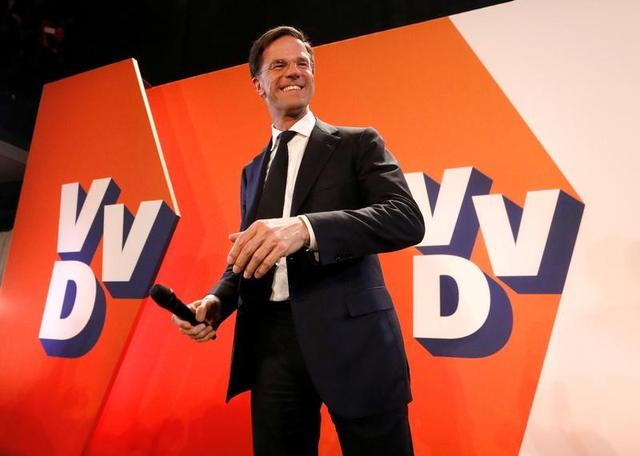 Dutch Prime Minister Mark Rutte of the VVD Liberal party appears before his supporters in The Hague, Netherlands, March 15, 2017.  REUTERS/Yves Herman