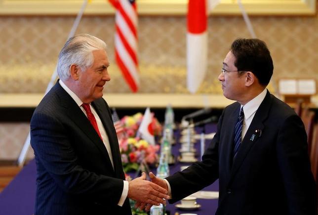 3月16日、来日中のティラーソン米国務長官と岸田文雄外相は午後に会談し、あらゆる選択肢を排除せずに見直しを進める米国側の北朝鮮政策と、日本側の政策をすり合わせた。外務省飯倉公館で撮影(2017年 ロイター/Toru Hanai)
