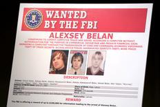 Un aviso con las fotos de los sospechosos rusos de actividades cibernéticas ilegales, en Washington, Estados Unidos. 15 de marzo 2017. El Kremlin dijo el jueves que su servicio de espionaje FSB no está involucrado en actividades cibernéticas ilegales, un día después de que Estados Unidos acusara a dos agentes de inteligencia rusos y a otros dos sospechosos de piratear 500 millones de cuentas de Yahoo. REUTERS/Yuri Gripas