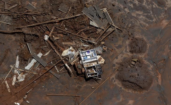 A cupboard is pictured in debris in Bento Rodrigues district, which was covered with mud after a dam owned by Vale SA and BHP Billiton Ltd burst, in Mariana, Brazil, November 10, 2015. REUTERS/Ricardo Moraes