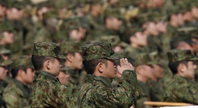自衛隊がフランス軍、米軍、英軍と5月中旬、北マリアナ諸島の米領テニアン島で共同訓練を行うことがわかった。太平洋に影響力を広げる中国を意識した動きで、4カ国で上陸訓練を実施する。写真は船橋市で2013年1月撮影(2017年 ロイター/Toru Hanai)
