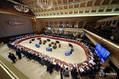 Es improbable que los líderes financieros mundiales realicen alguna referencia al comercio en su comunicado final el sábado porque no han podido encontrar una redacción con la que Estados Unidos esté de acuerdo, dijeron funcionarios en conocimiento de las negociaciones. En la foto, una vista general de la reunión de ministros de finanzas y jefes de bancos centrales del G-20 en Baden-Baden, Alemania,  el 17 de marzo, 2017.   REUTERS/Kai Pfaffenbach - RTX31HJ4