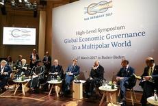 El presidente del Bundesbank  y el ministro de Finanzas de Alemania durante un simposio en la cumbre de líderes financieros del G-20, Baden Baden, Alemania, 17 marzo, 2017. Los líderes financieros del mundo no llegaron a un acuerdo de consenso que apoyara el libre comercio, en un retroceso respecto a sus compromisos previos de rechazar el proteccionismo, de acuerdo al comunicado oficial de la cumbre del G-20 difundido el sábado. REUTERS/Kai Pfaffenbach