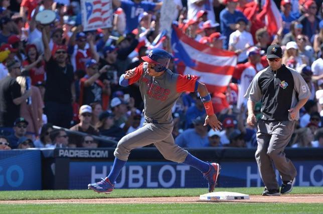 3月18日、野球の国・地域別対抗戦、第4回ワールド・ベースボール・クラシック、プエルトリコはベネズエラに13─2で快勝した。写真はプエルトリコのカルロス・コレア(2017年 ロイター/Orlando Ramirez-USA TODAY Sports)
