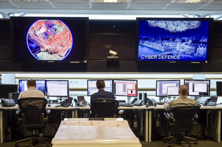 FILE PHOTO - People sit at computers in the 24 hour Operations Room inside GCHQ, Cheltenham in Cheltenham, November 17, 2015. REUTERS/Ben Birchall/Pool/File Photo - RTX31GRD