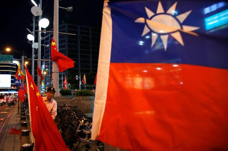 A pro-China supporter adjusts a China national flag during a rally calling for peaceful reunification, days before  the inauguration ceremony of President-elect Tsai Ing-wen, in Taipei, Taiwan May 14, 2016. REUTERS/Tyrone Siu/Files