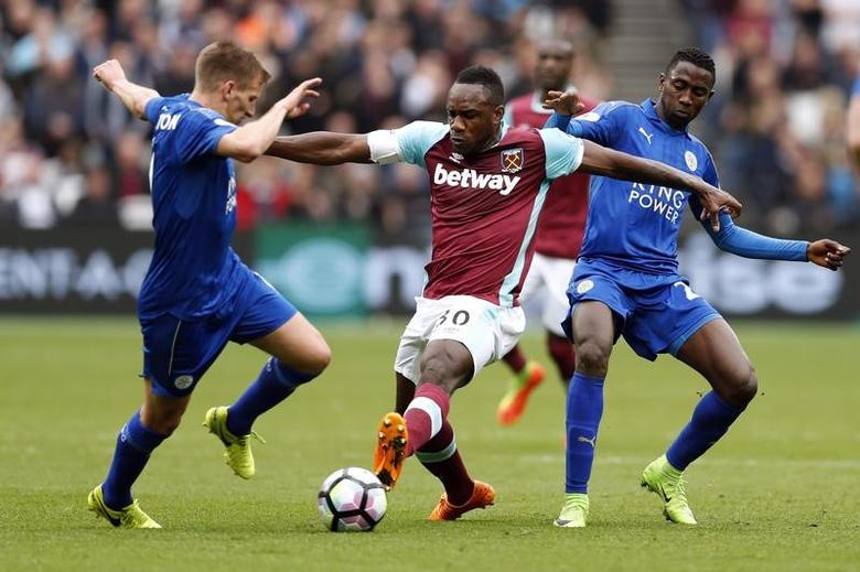 Britain Football Soccer - West Ham United v Leicester City - Premier League - London Stadium - 18/3/17 West Ham United's Michail Antonio (C) in action with Leicester City's Marc Albrighton (L) and Wilfred Ndidi (R) Action Images via Reuters / John Sibley Livepic