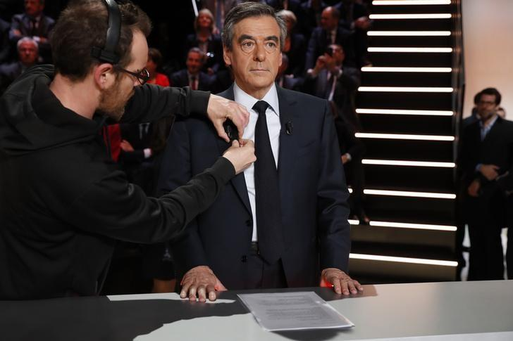 Candidate for the 2017 presidential election Francois Fillon, former French Prime Minister, member of the Republicans and candidate of the French centre-right prepares before a debate organised by French private TV channel TF1 in Aubervilliers, outside Paris, France, March 20, 2017. REUTERS/Patrick Kovarik/Pool