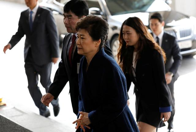 South Korea's ousted leader Park Geun-hye arrives at a prosecutor's office in Seoul, South Korea, March 21, 2017.  REUTERS/Kim Hong-Ji
