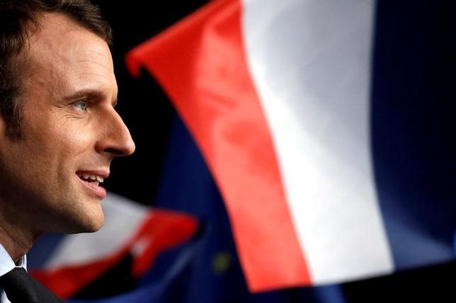 3月21日、調査会社ハリス・インタラクティブが公表した世論調査によると、前日行われた仏大統領選候補者によるテレビ討論会で最も説得力のある議論を展開したのは中道系独立候補のマクロン前経済相(写真)だった。17日撮影(2017年 ロイター/Pascal Rossignol)