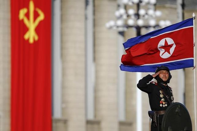 3月22日、韓国国防省は、北朝鮮がミサイルを発射したものの、正常に発射されなかったとし、失敗した可能性があるとの見方を示した。同省がさらに分析を急いでいるという。写真は平壌で2015年10月撮影(2017年 ロイター/Jonathan Ernst)
