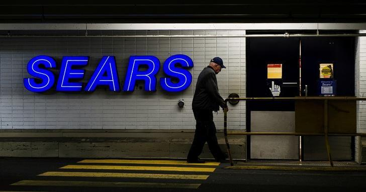 A customers enters the Sears store in North Vancouver, British Columbia February 23, 2011.   REUTERS/Andy Clark/File Photo