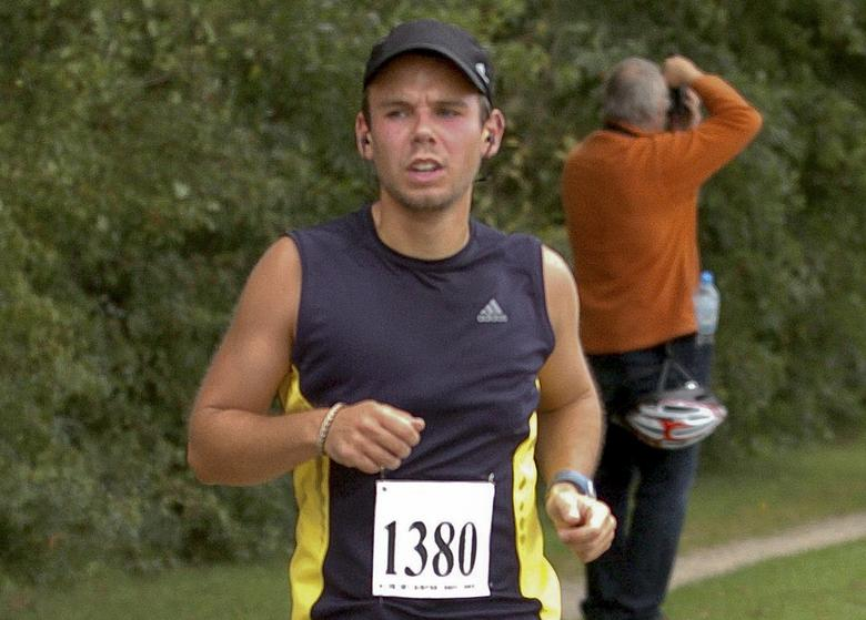 Andreas Lubitz runs the Airportrace half marathon in Hamburg in this September 13, 2009 file photo. REUTERS/Foto-Team-Mueller/Files