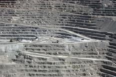 Imagen de archivo de la mina Escondia en Antofagasta, Chile, mar 31, 2008. Minera Escondida en Chile, que opera el mayor yacimiento mundial de cobre, dijo el miércoles que decidió suspender proyectos en desarrollo vinculados al yacimiento, debido a la imposibilidad de acceder a las instalaciones en medio de la huelga de sus trabajadores.  REUTERS/Ivan Alvarado/File Photo - RTS10NN3