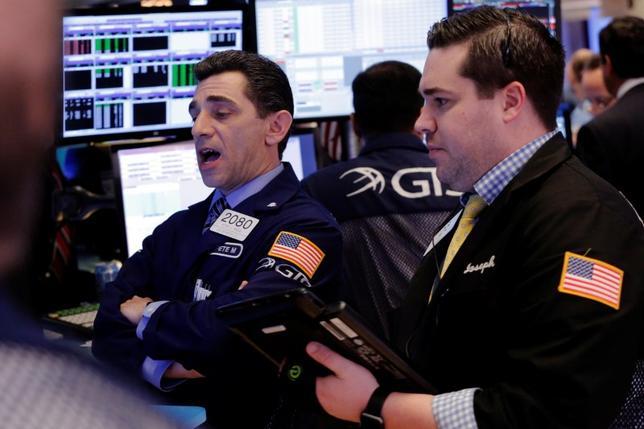 3月22日、米医療保険制度改革(オバマケア)代替法案が23日に議会下院で採決されるのを前に、株式市場の雲行きが怪しくなってきた。NY証券取引所で撮影(2017年 ロイター/Lucas Jackson)