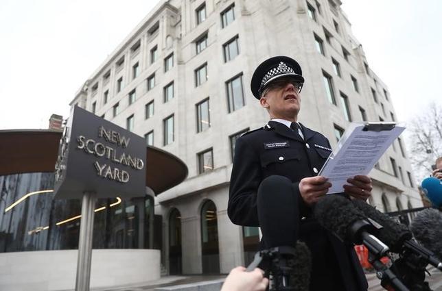 3月23日、英警察当局は、ロンドンの国会議事堂付近で発生した襲撃事件に関連した家宅捜索で、7人を逮捕した。英国のテロ対策を統括するマーク・ローリー氏(写真)が明らかにした(2017年 ロイター/Neil Hall)