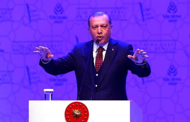 3月23日、トルコのエルドアン大統領は、大統領職の権限強化に関する国民投票を4月16日に控え、実施後に欧州連合(EU)との政治・行政上の関係を全面的に見直す意向を示した。写真は19日トルコ・イスタンブールで撮影(2017年 ロイター/Murad Sezer)