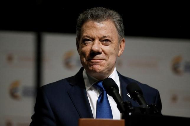 3月23日、ベネズエラのマドゥロ大統領は、コロンビア領内に侵入していた部隊を撤収する意向を示した。コロンビアのサントス大統領(写真)が明らかにした。ボゴタで14日撮影(2017年 ロイター/Jaime Saldarriaga)