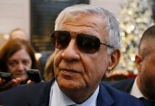 Imagen de archivo del ministro de Petróleo de Irak, Jabar Ali al-Luaibi, llegando a una reunión de ministros de la OPEP en Viena, Austria. 28 de noviembre, 2016. El ministro de Petróleo de Irak, Jabar Ali al-Luaibi, dijo el sábado que el mercado es un factor clave para decidir si un acuerdo global para recortar la producción de crudo se extenderá a la segunda mitad del año. REUTERS/Heinz-Peter Bader