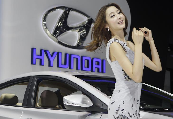 A model is pictured in front of a HYUNDAI logo at Auto China 2012 in Beijing April 24, 2012. REUTERS/Jason Lee/File Photo