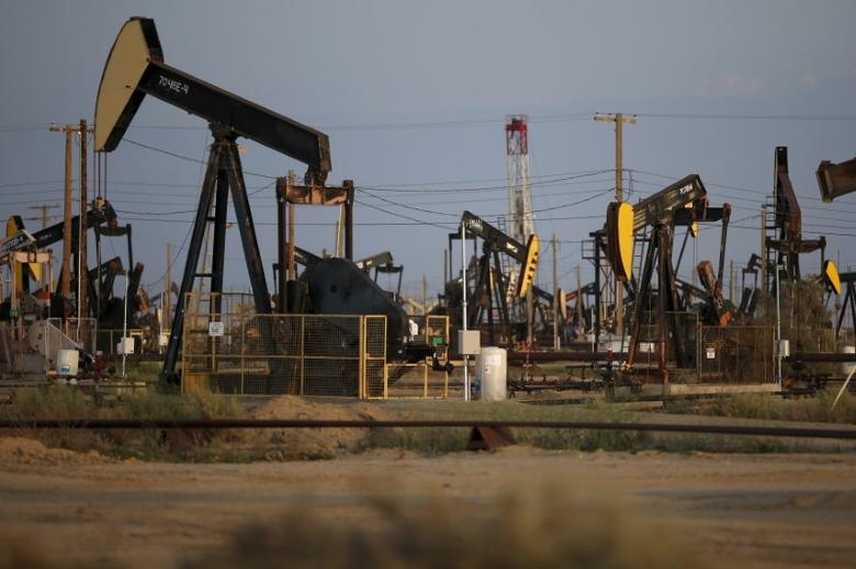 Pump jacks are seen in the Lost Hills Oil Field, California April 20, 2015.   REUTERS/Lucy Nicholson