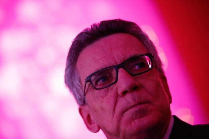 German Interior Minister Thomas de Maiziere attends the yearly meeting of Germany's government workers union Deutscher Beamtenbund (dbb) in Cologne, Germany January 9,  2017.   REUTERS/Wolfgang Rattay/Files