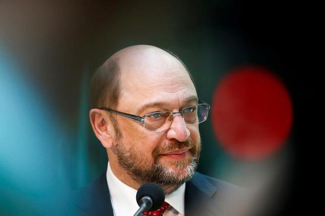 3月29日、ドイツの週間世論調査によると、中道左派の社会民主党(SPD)の支持率が32%と前回調査から1ポイント上昇し、横ばいだったメルケル首相率いる保守のキリスト教民主・社会同盟(CDU・CSU)の支持率34%に接近した。写真はSPDリーダーのマーティン・シュルツ氏。ドイツ・ベルリンで撮影(2017年 ロイター/Fabrizio Bensch)